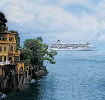 Crystal Symphony arrives in Portofino